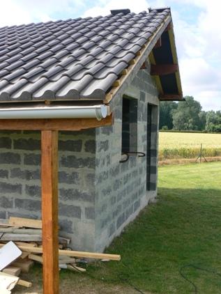 Mon abri de jardin en parpaings autoconstruction construire sa maison - Construire sa maison soi meme prix ...